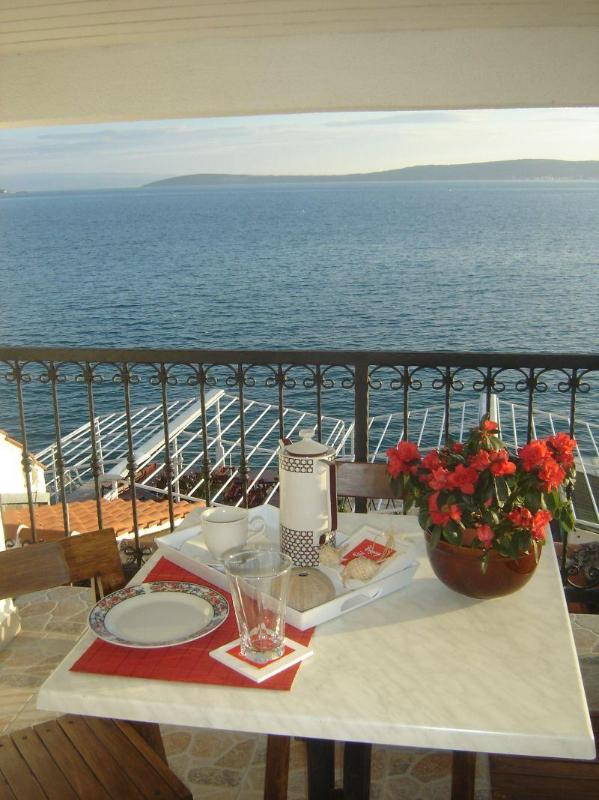 beautiful view on Kaštela bay - Apartment by the sea with a view on Split - Kastel Stari - rentals