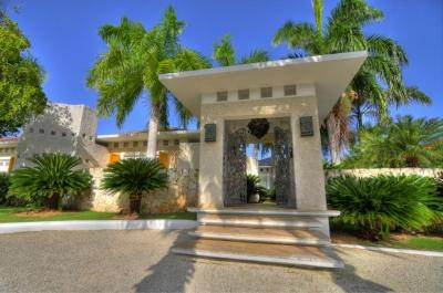 Spacious 4 Bedroom Villa with Private Jacuzzi & Plunge Pool in Punta Cana - Image 1 - Punta Cana - rentals