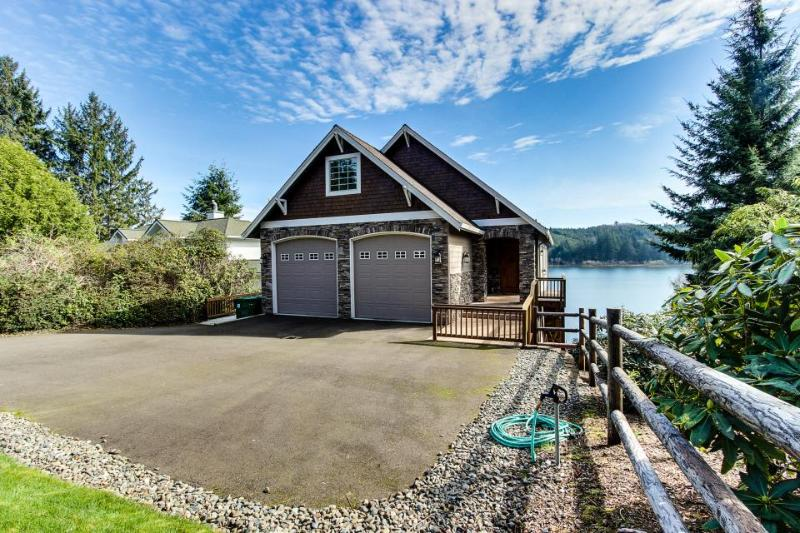 Stunning dog-friendly lakefront home w/ private beach & dock, kayak, & canoe! - Image 1 - Florence - rentals