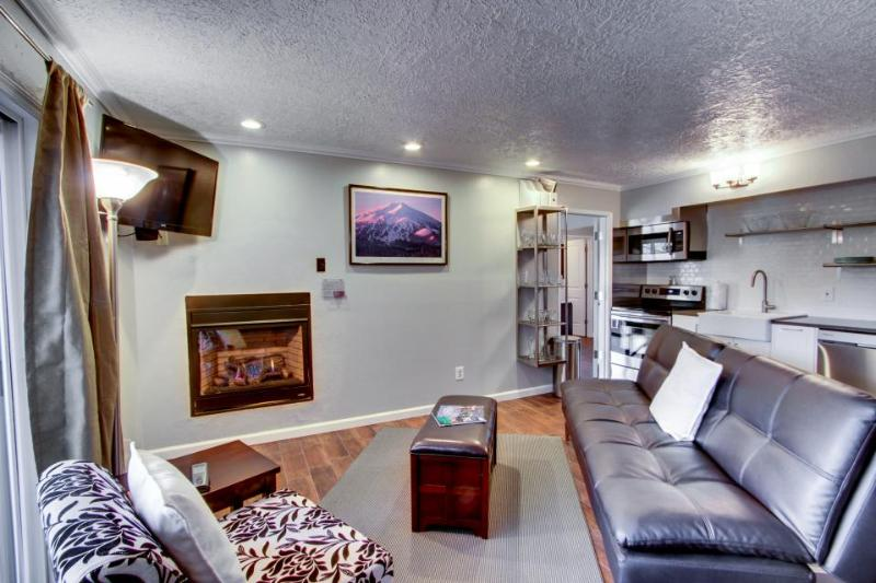 Chic dog-friendly condo with modern kitchen + shared pool and hot tub! - Image 1 - Bend - rentals