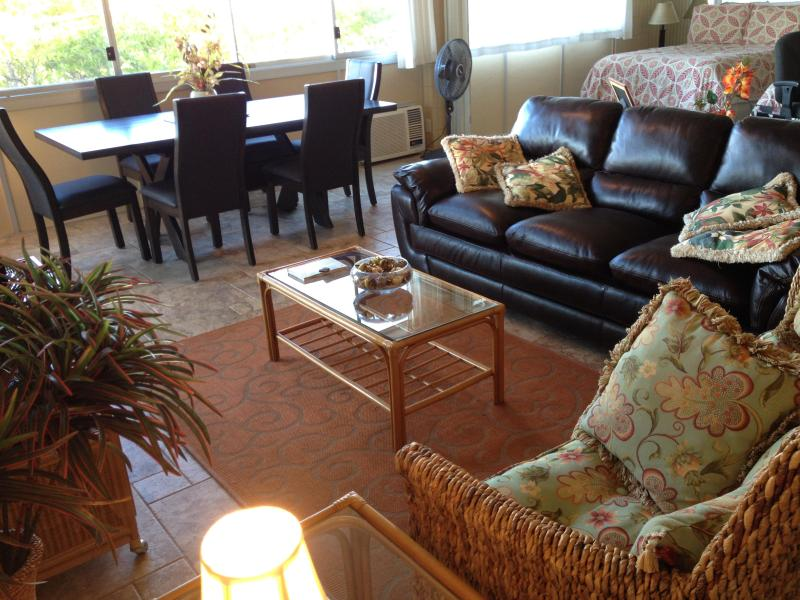 Living room and dining room - Fully remodeled, large condo steps from beaches - Kihei - rentals