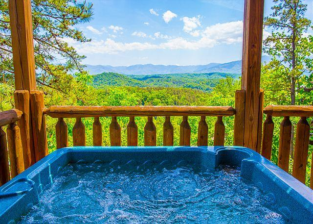 Hot Tub w/ Incredible Views of Mt. Leconte & National Park - 3BR Cabin w Stunning Mountain Views. SUMMER NIGHTS FROM $159!!! - Pigeon Forge - rentals