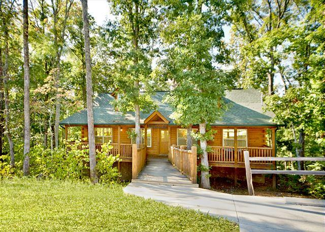 Double D's Luxury Cabin Nestled in the Woods - January Special From $79!!! Log Cabin w/ Pool Table, Huge Decks & Hot Tub! - Sevierville - rentals