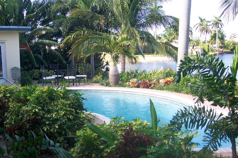 Private, Tropical Pool Overlooks the Tranquil Lake - ~~~ Tropical Ft Lauderdale WATERFRONT Pool Home ~~ - Fort Lauderdale - rentals