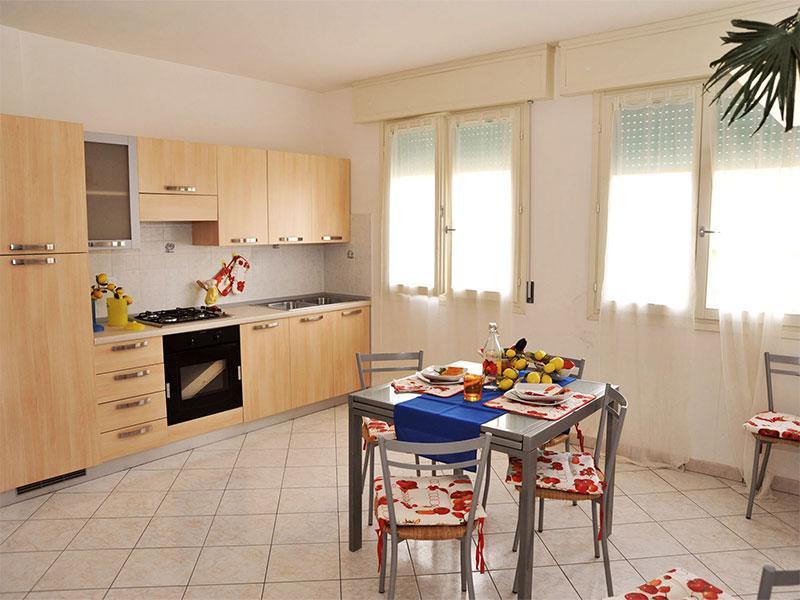 Soggiorno con cucina a vista - Quadrilocale  vicino al mare Smeraldo 8 - Lido delle Nazioni - rentals