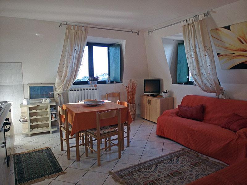 Soggiorno con angolo cottura e divano letto - Appartamento Residence  Smeraldo 25 - Comacchio - rentals