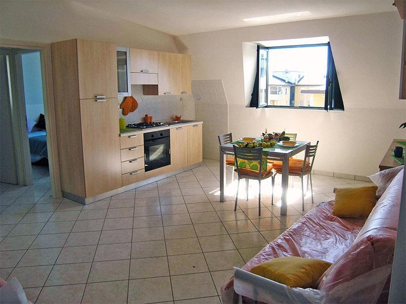 Soggiorno con cucina a vista e divano letto - Appartamento Bilocale fronte mare a Lido delle Nazioni - Comacchio - rentals