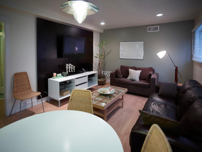 Steps to beach, 3 bedrooms.. - Image 1 - Venice Beach - rentals