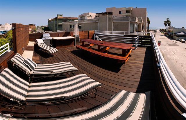 Steps to beach, 4 bedrooms, ocean views. - Image 1 - Venice Beach - rentals
