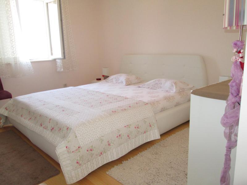 King Size Bed Apartment - Image 1 - Dubrovnik - rentals