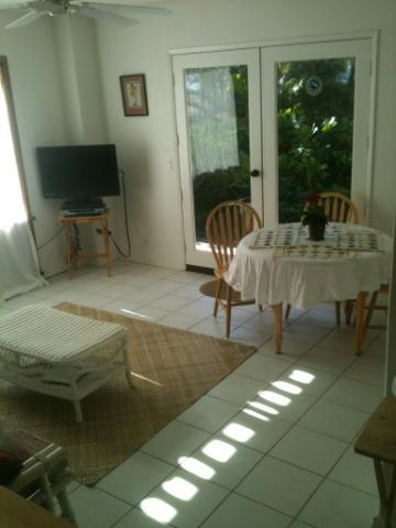 Relax in a cozy living room - Escape to a Tropical Getaway by the Sea! - Maunaloa - rentals