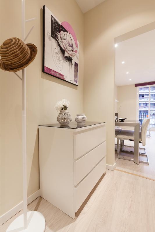 Centric Cozy Modern Wi-Fi Apartment 4 p. #006977 - Image 1 - Barcelona - rentals