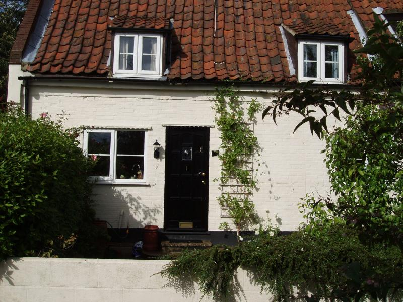A character 18th Century Cottage - Daisy Cottage, Saxthorpe, Holt, Norfolk, England. - Saxthorpe - rentals