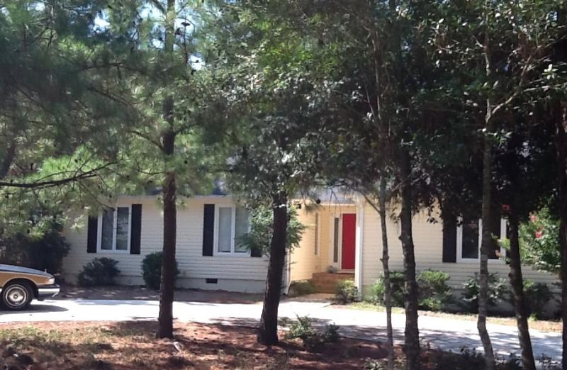 Front of house - Spacious Home with deck and WIFI - Pinehurst - rentals