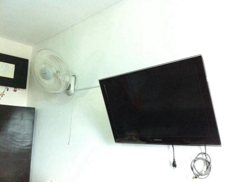 Samsung LCD TV , wall fan , 4 door cabinets - Condo/studio/4beds - Manila - rentals