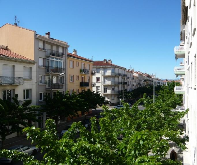 Boulevard Briand - view from front balcony - Apartment in Perpignan, Languedoc-Rousillon,France - Perpignan - rentals