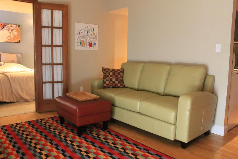 Leather couch and ottoman - Chic 1 BD Condo, Downtown Boulder - Boulder - rentals