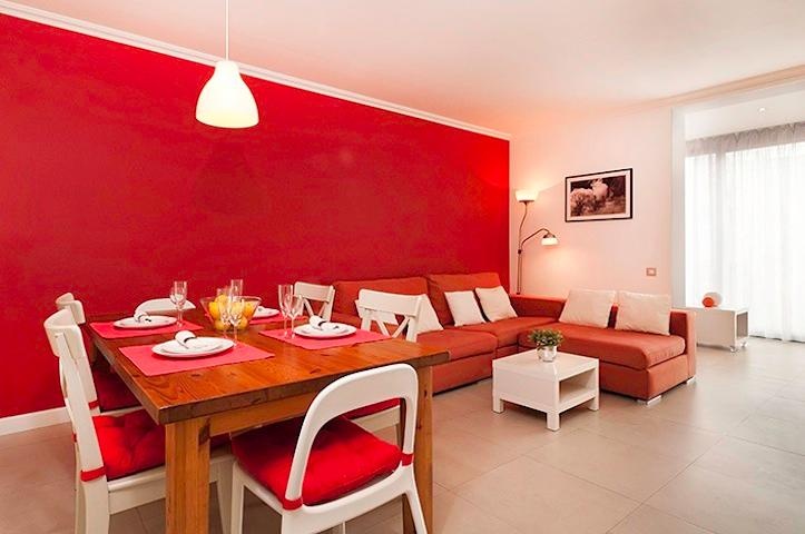 Dining table (main living room) - Sunny Designer Apartment in the heart of Barce - Barcelona - rentals