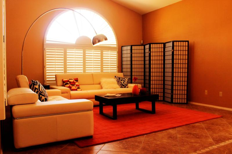 Eclectic living room with Natuzzi leather sofas, a cool arc lamp and zen screen - Zen Meets Southwest: Resort home w/pool & hot tub - Phoenix - rentals