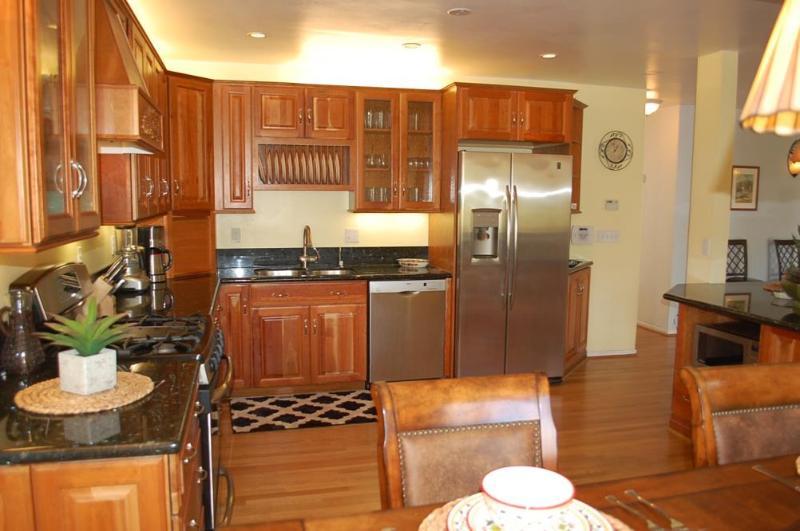 Kitchen - Lovely Home W/Views, Walking Distance to Uptown - Santa Barbara - rentals