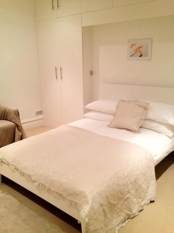 Spacious 2 Bedroom in Belsize Park, London - Image 1 - London - rentals