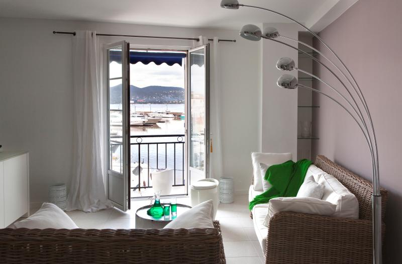 Cosy living-room - Apartment With amazing View on St Tropez Harbour - Saint-Tropez - rentals