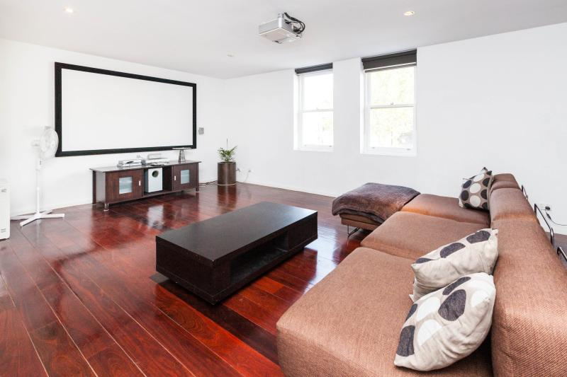 Entertainment room - Vincent, NW CBD 2BDR - Melbourne - rentals