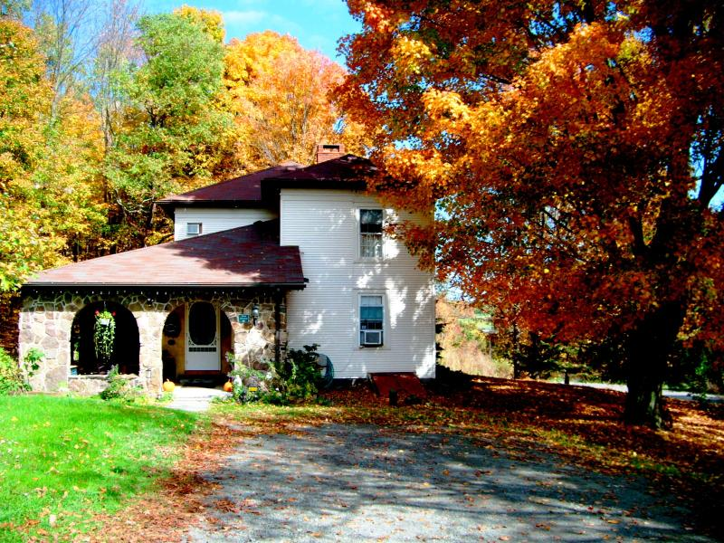 The entrance - Stone Mountain Inn on Keene Summit...a tranquil and peaceful place to rejuvenate - Wysox - rentals