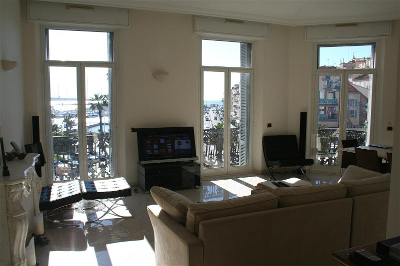 The Livingroom v. view - Cannes Vacation Rental, Boutique 2 Bedroom Apartment with Great View - Cannes - rentals