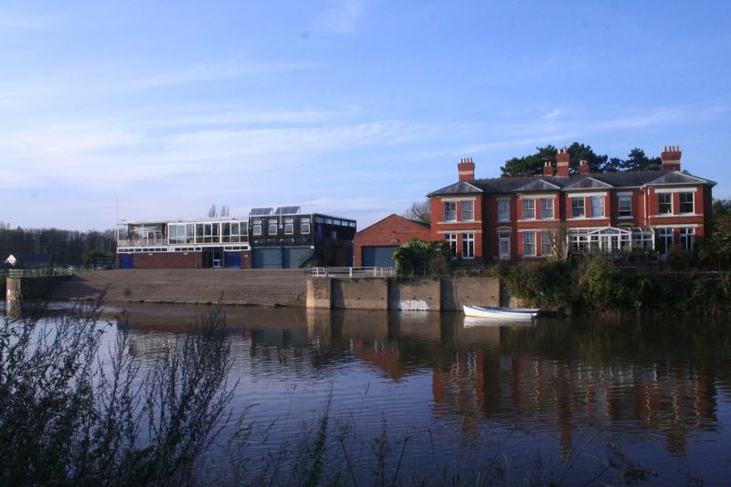 East Friars on the banks for The River Wye, Hereford - Bed and Breakfast rooms in family home - Hereford - rentals