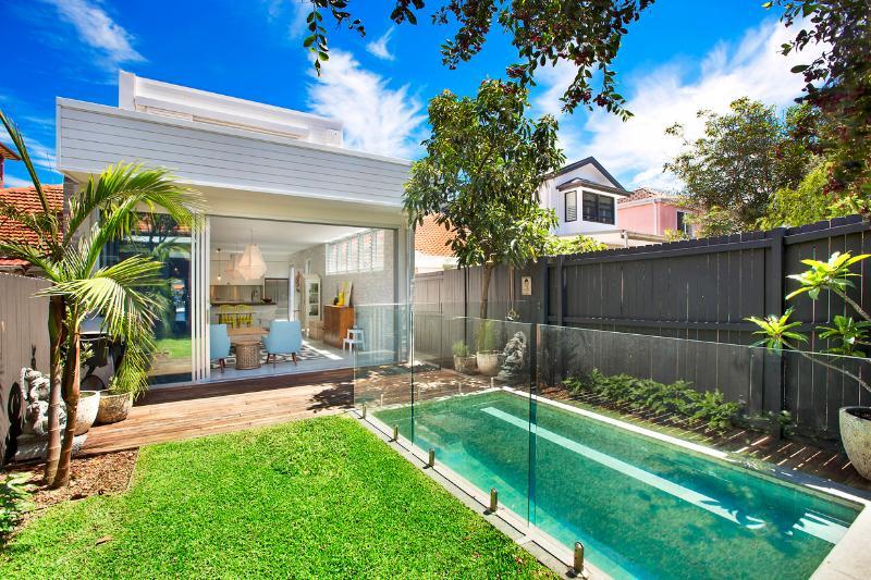 Backyard view (BBQ on left - hot shower on right) - Bondi Beach Pad Sydney - Bondi - rentals