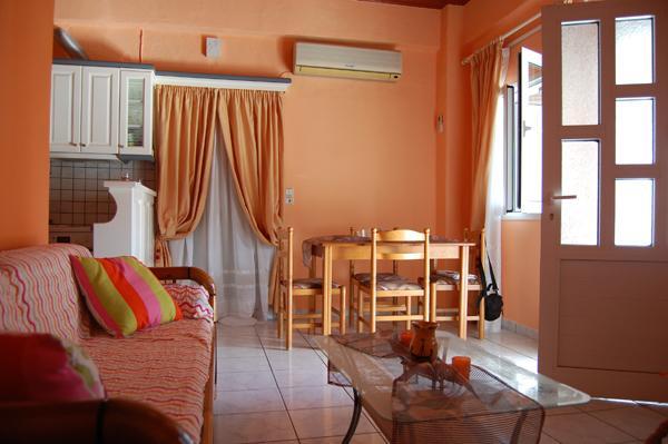 Cozy living room - Comfortable 1-bedroom apartment close to beach - Argyrades - rentals