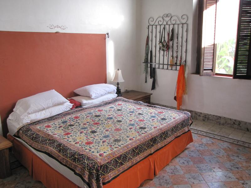 master bedroom - B&B- SALA JARDIN with office in fantastic colonial - Merida - rentals