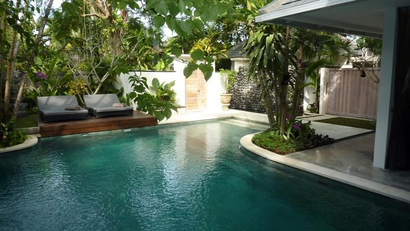 Large swimming pool with shallow section for children - Bali villas R us - Very popular, 5 large bedrooms and pool - Seminyak - rentals