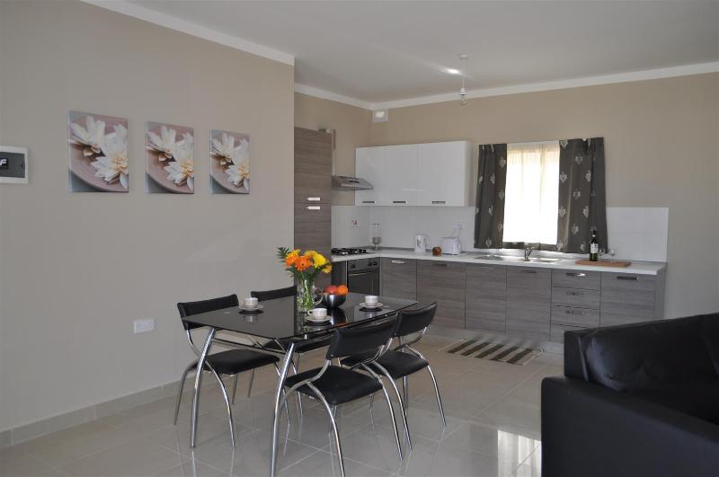 Dining room - 2 Bedroom penthouse with seaview, Bugibba  No 13 - Bugibba - rentals