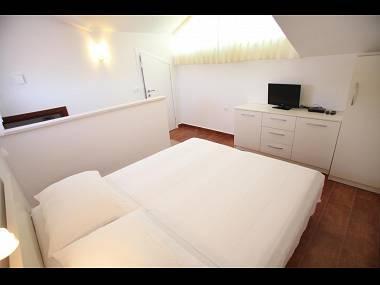 R1(2): room - 8182 R1(2) - Okrug Gornji - Okrug Gornji - rentals