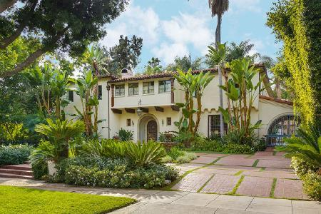 Quiet and centrally located Arden Revival with heated pool, media & game room - Image 1 - Beverly Hills - rentals