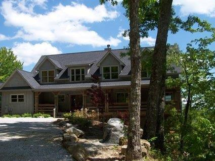 Fantastic 3 bed home in a mountain setting on Lake Toxaway with beautiful views from each room of the house - Image 1 - Lake Toxaway - rentals