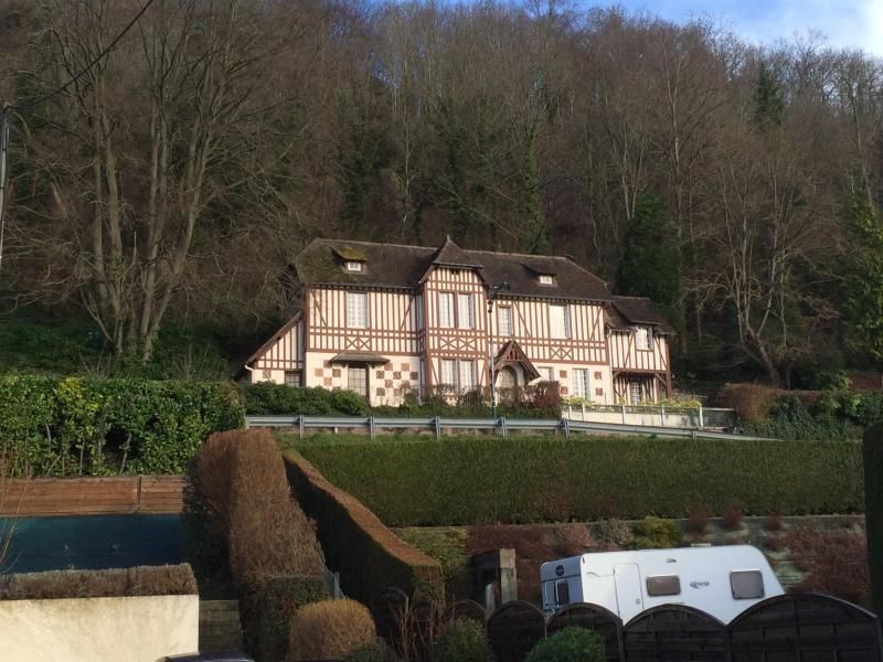 Outside, from down the street - Manor house in Normandy - Fourmetot - rentals