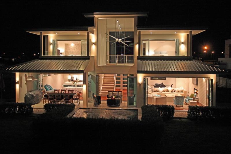 Our Hhouse - your Guest room is the top right room - Waterfront Room  Near Airport - Takanini - rentals