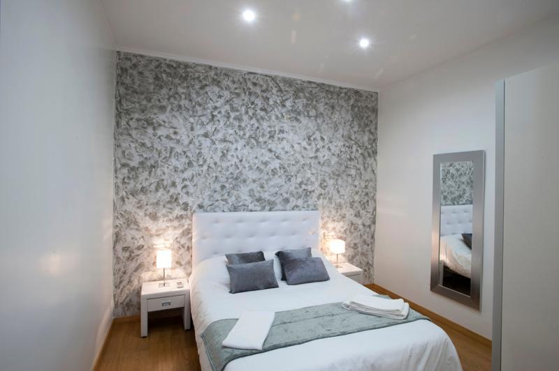 Cozy Apartment Diagonal-Sagrada Familia - Image 1 - Barcelona Province - rentals