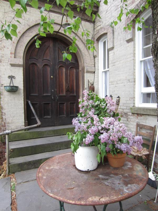 Front Doorway from the Courtyard garden - The Chapel Room @ Church Des Artistes Guesthouse - Kingston - rentals