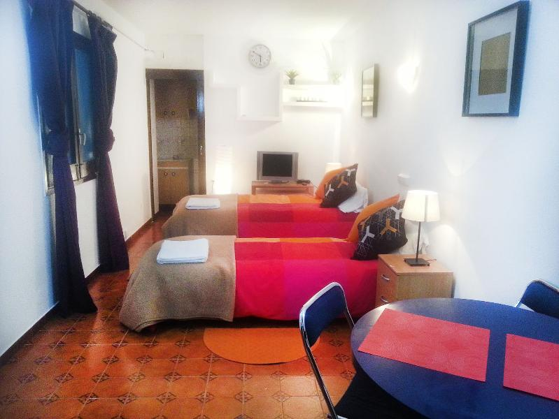 Very nice quite place near metro 3min to La Rabla - Image 1 - Barcelona - rentals