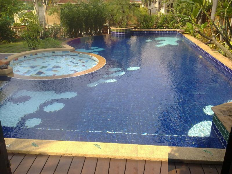 Large Swimming Pool With Jacuzzi and Kids Pool - Image 1 - Pattaya - rentals