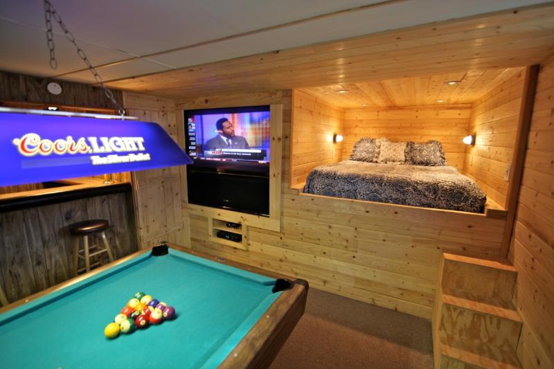 Game Room with Pool Table - Creekside Lodge - 5 bedrooms on 3 levels - Lake Arrowhead - rentals