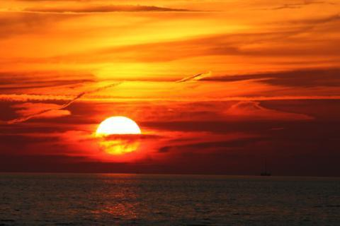 Gorgeous sunsets!! - Open & Bright, Clean & Comfy Home Close to beach! - Brewster - rentals