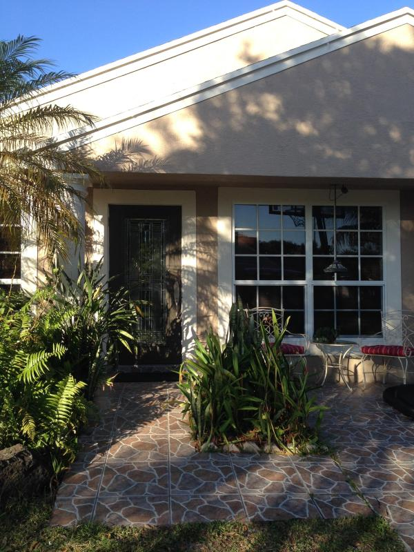 Entrance - Cozy, comfortable, & charming 2/1 - Pembroke Pines - Pembroke Pines - rentals