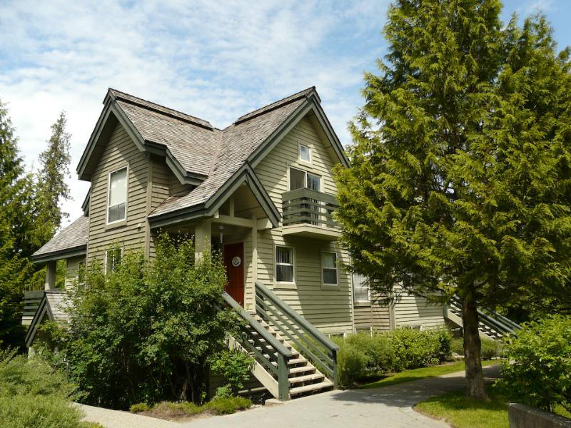 Front entrance - On Blackcomb Mtn quick shuttle to Whistler Village - Whistler - rentals