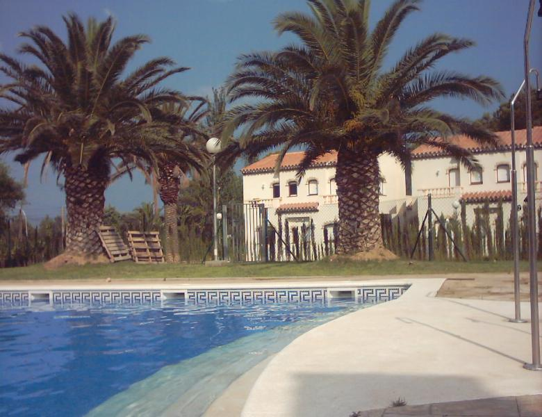 Views to the swimming-pool - Semidetached House at Miami Platja - Miami Platja - rentals
