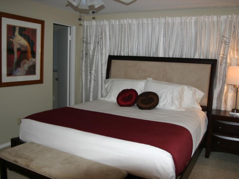 Comfortable king sized bed in the master - Pet Friendly Pool Home Close to Beaches & Town - Sarasota - rentals